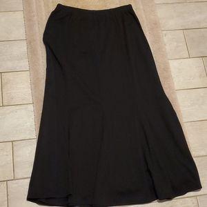 Travelsmith L Black Godot Skirt